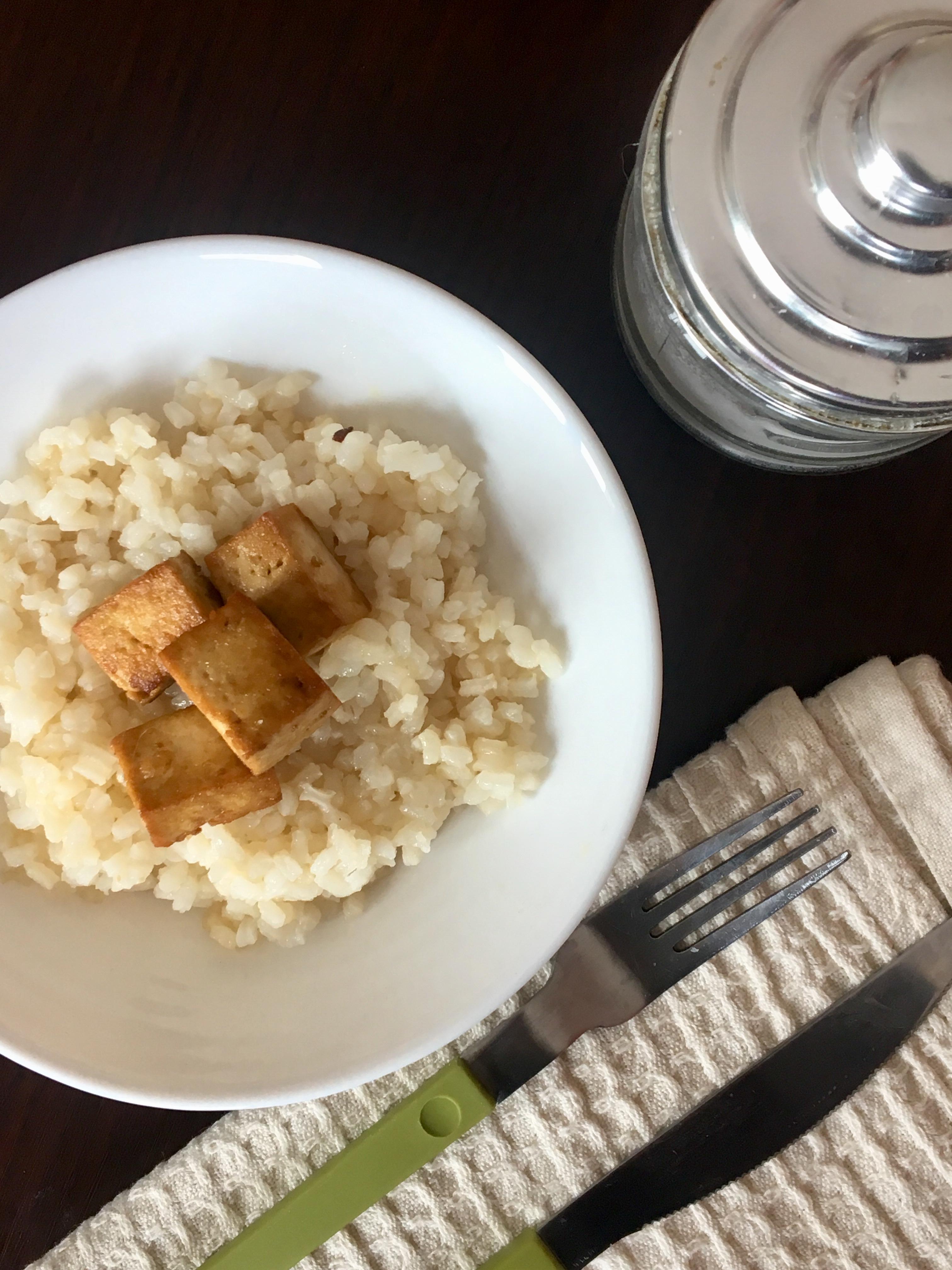 Riso e tofu con salsa di soia