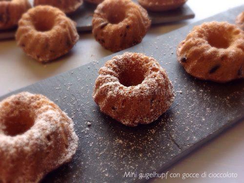 MINI GUGELHUPF CON GOCCE DI CIOCCOLATO – Ricetta dolce