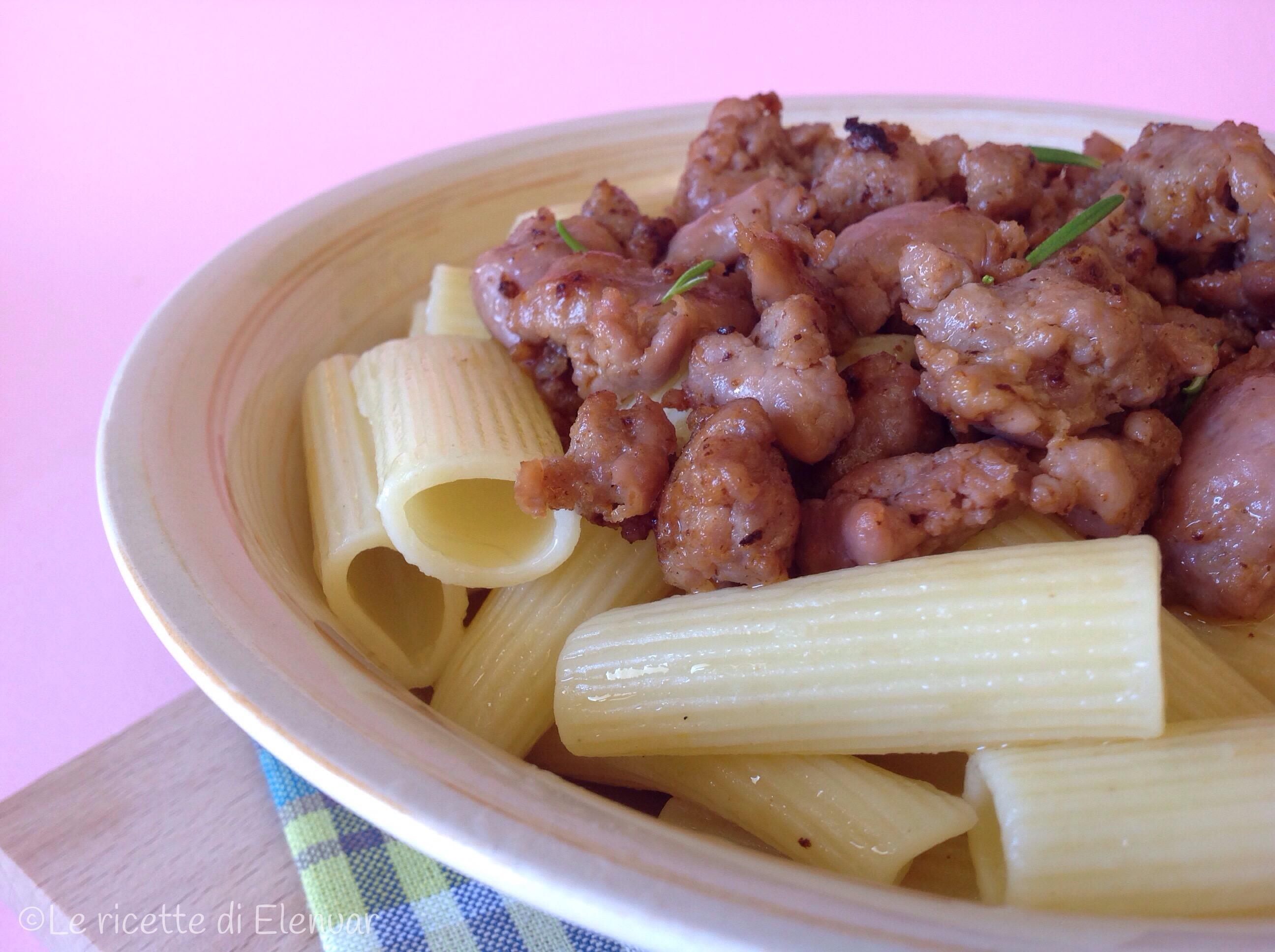 RIGATONI CON SALSICCIA IN BIANCO - Ricetta primo piatto
