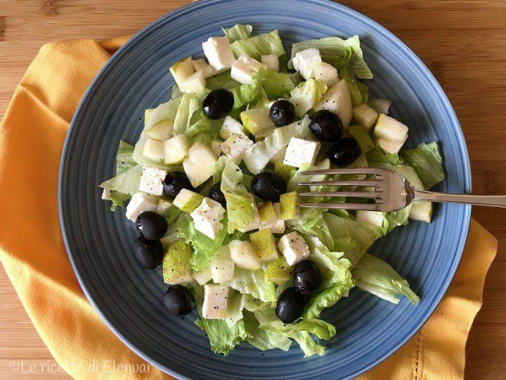 Insalata con feta pere e olive nere