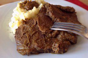 BRASATO AL BAROLO – Ricetta gustosa secondo piatto