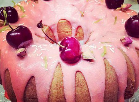 Bundt cake integrale al lime, con glassa alle fragole (SENZA burro)