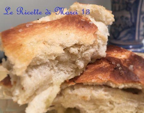 Focaccia genovese al rosmarino…ricetta facile (senza pieghe)