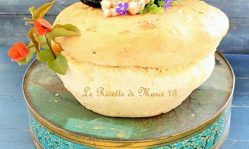 Brioche salata con ripieno di risotto di mare al curry