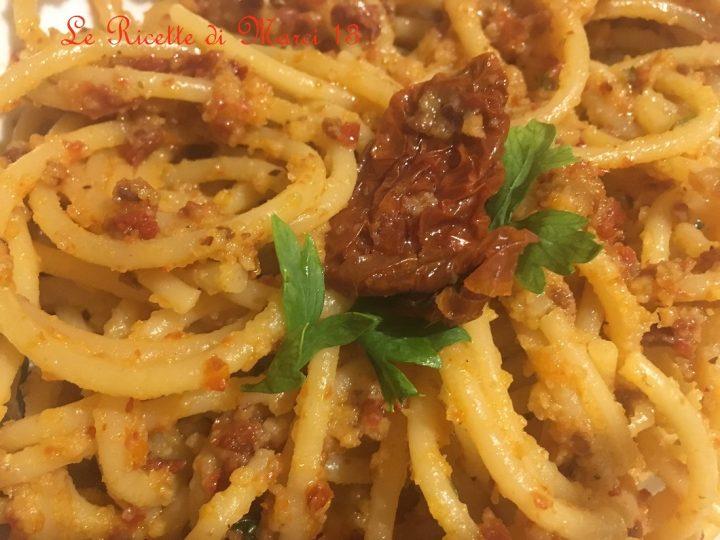 Spaghetti peperoncino pomodori secchi e tarallo