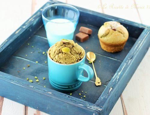 Mug Cake al pistacchio con cuore di gianduia