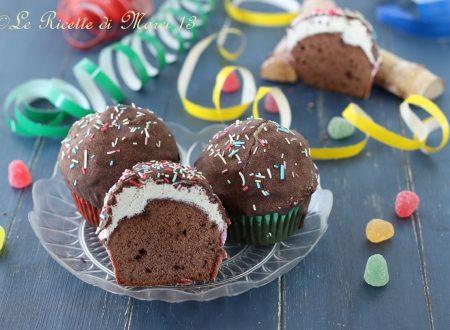 Funfetti cupcakes al cioccolato, con glassa alla meringa