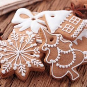 Biscotti pan di zenzero per decorare l'albero di natale 1