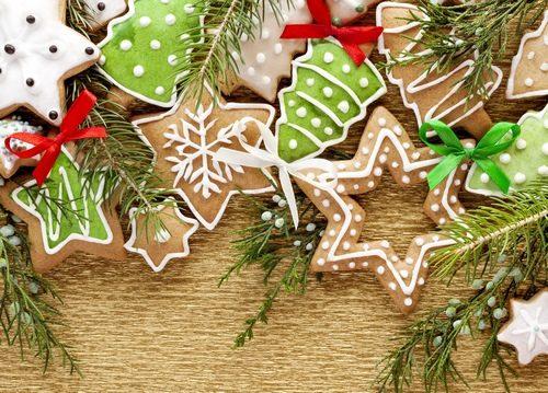 Biscotti pan di zenzero per decorare l'albero di natale