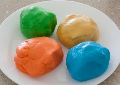 Come decorare le torte con marshmallow fondant le for Decorazioni zucchero a velo