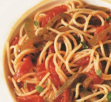 Spaghetti ai peperoni e pomodori