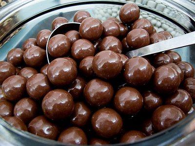 Baci di mandorle al cioccolato
