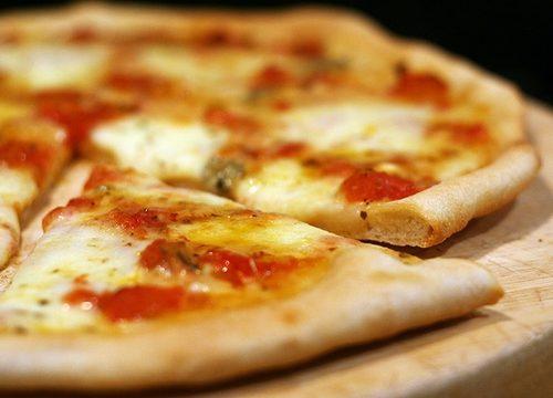 Pizza alla Caprese