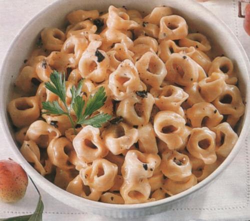 Tortellini in salsa di fontina