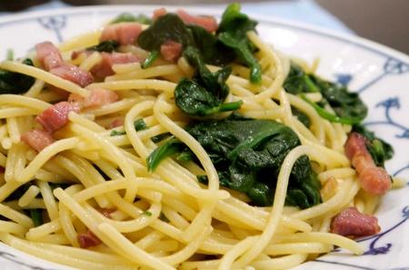 Spaghetti con spinaci e pancetta