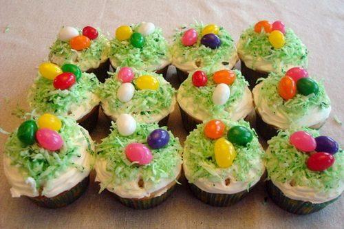 Muffin pasquali con ovetti colorati