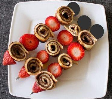 Spiedini di crepes al cioccolato e fragole