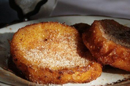 Pane fritto con cannella e zucchero