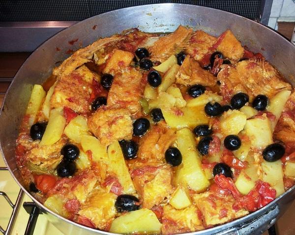 Merluzzo al pomodoro patate e olive