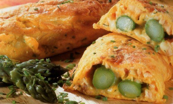 Omelette con asparagi e prosciutto