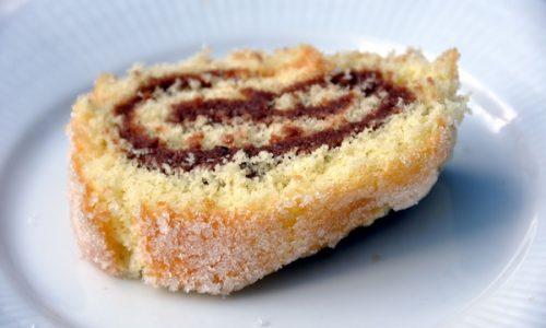 Rotolo di pandoro con crema di cioccolato e panna