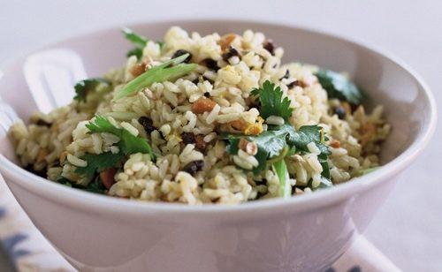 Insalata di riso con mozzarella e tonno