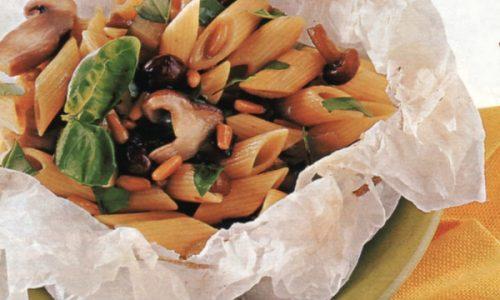 Penne con melanzane e funghi in cartoccio