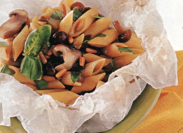 Penne  melanzane e funghi  in cartoccio
