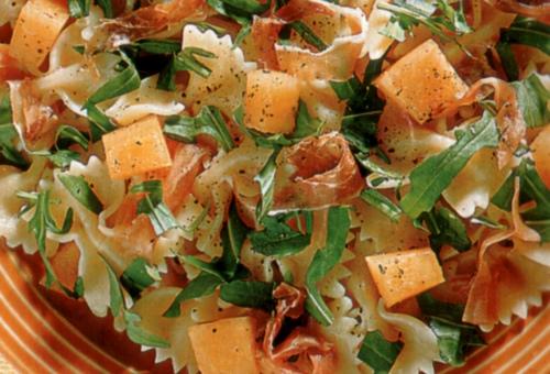 Insalata di pasta con prosciutto e melone