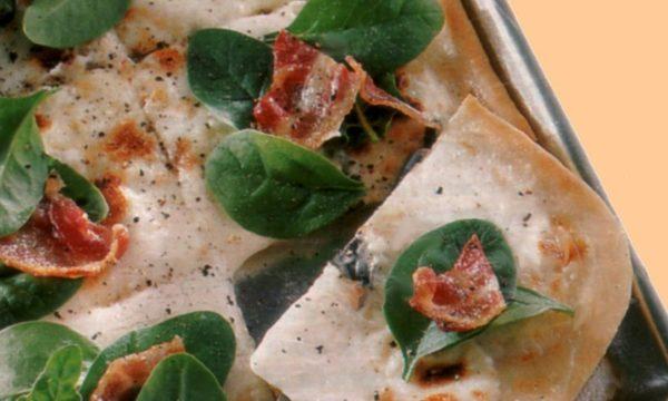 Pizza allo stracchino e pancetta affumicata