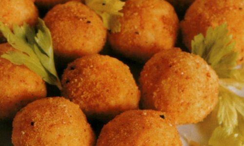 Arancini in bianco con piselli e mozzarella