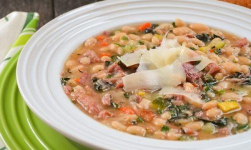 Zuppa di fagioli verza e prosciutto cotto