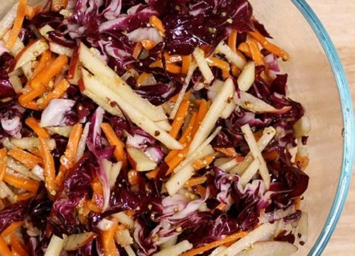 Insalata variegata radicchio e carote