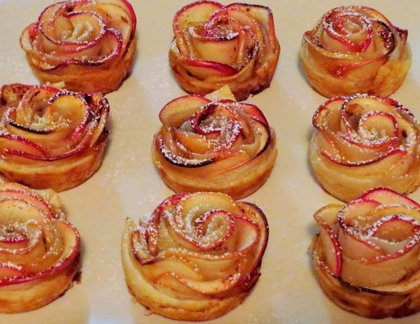 Roselline di pasta sfoglia alle mele1