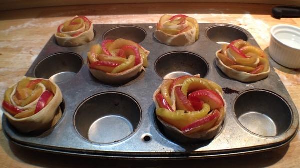 Roselline di pasta sfoglia alle mele6