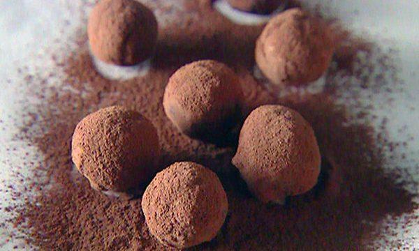 Tartufi al cioccolato con crema all'arancia