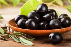 Conserva di olive nere alla monacale