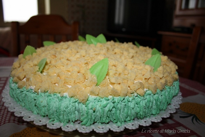 Torta mimosa farcita e decorata 1