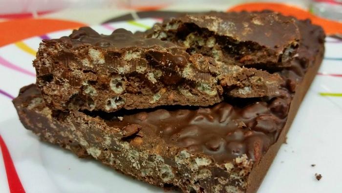Cioccolato ai biscotti secchi e riso soffiato