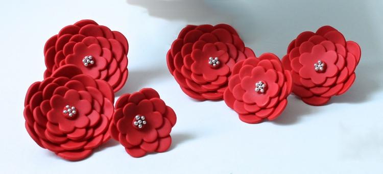 Come realizzare con il marshmallow fondant le decorazioni floreali1