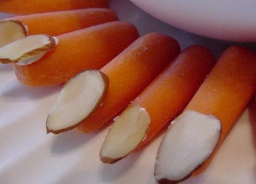 Due ricette halloween dita da strega wurstel e carote