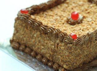 torta-al-torrone-bianco-e-amaretti