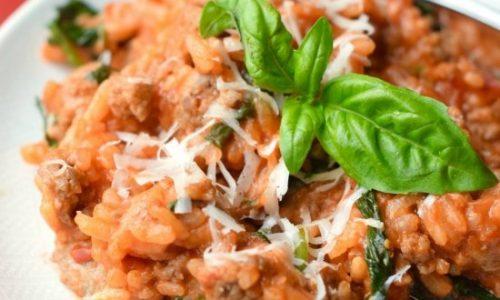 Risotto al forno con carne trita e salsiccia
