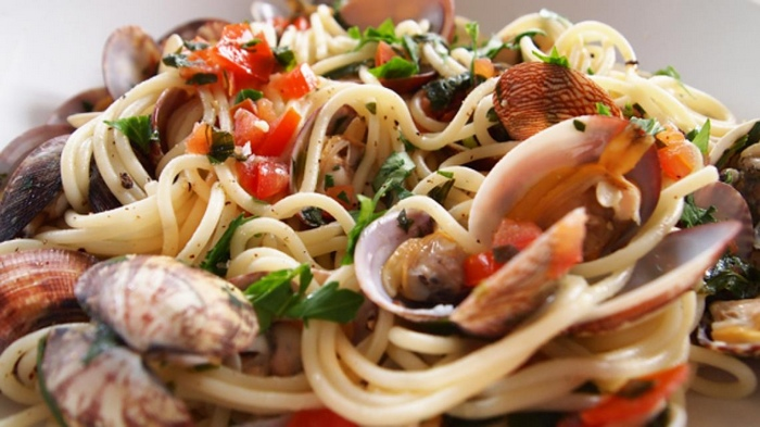spaghetti-alle-vongole-e-pomodoro