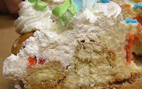 Torta bignè San Valentino con crema e panna