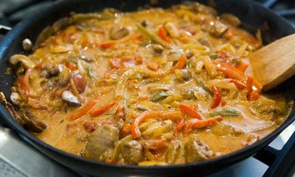 Tacchino con olive pomodoro zucchine e peperone