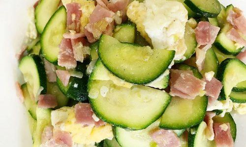 Zucchine al prosciutto cotto e uova trapazzate