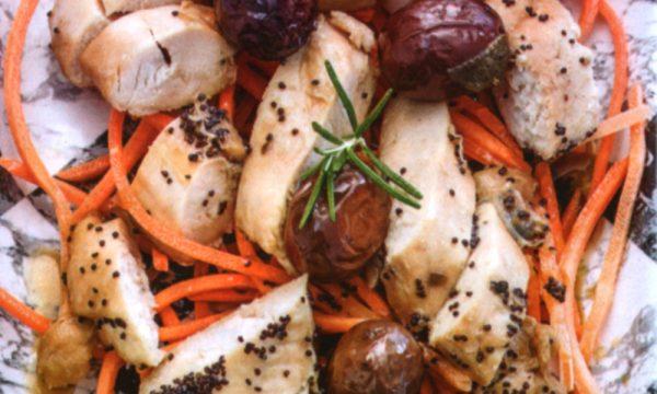 Insalata di pollo con olive e carote