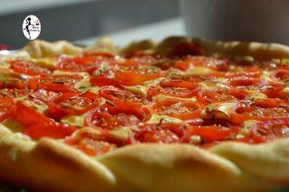 Crostata salata di pasta brisè ai pomodorini