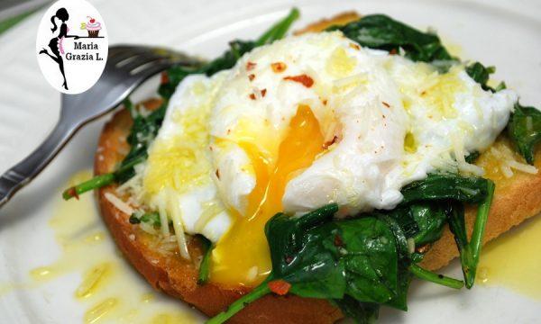 Uova in camicia con spinaci e formaggio